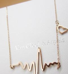 Charm collier pendentif simple Coeur Vague Chic ECG Heartbeat plaqué or Collier de foudre pour femmes Bijoux Vintage Accessoires