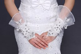Wholesale 2014 Hot Sale Custom Made New Fashion White Lace Cuffs And Bridal Fingerless Appliques Beaded Gloves Wedding Accessorie Bridal Glove W33
