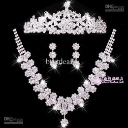 Wholesale 2015 Sexy Bridal Jewelry sets wedding accessories chain crown three suits wedding tiara bridal necklace set necklace