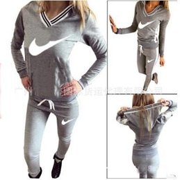 Wholesale 2016 hot style in Europe and America women sexy v neck printed hooded sweat suits