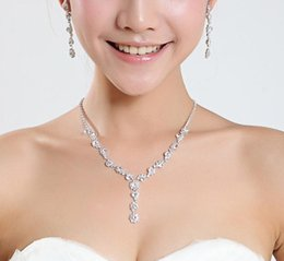 Wholesale 2016 Pretty Simple New Silver Wedding Formal Jewelry Accessories Flower Shaped Rhinestons Bridal In Stock Necklace Earring Sets