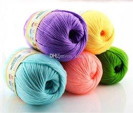 Almacén 500g / lot (10balls) Algodón de la cachemira de Worsted Algodón suave de la soja que hace punto hilado del suéter Cachemira de la lana Ayuda Mezclado Hilos de la compra