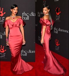 Wholesale Hot Rihanna Moda Burgundy Satin Celebrity Vestido Vestidos de noche de la alfombra roja del hombro V cuello de la sirena Cheap Prom Dress Party Gown