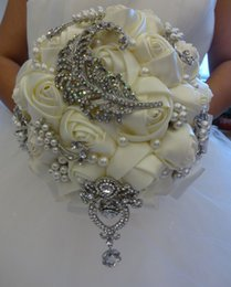 Wholesale 2015 Luxury Artifical Biege Wedding Bridal Bouquets with Pearls Beading and Diamonds Distinctive Bride Holding Flowers