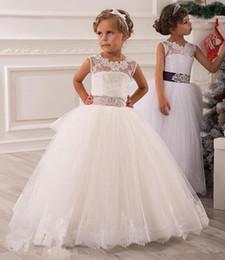 Wholesale 2015 muchachas de flor vestidos Vestidos de novia de la boda de la ilusión corbata Keyhole desfile vestidos con la correa de los vestidos de bola Sheer con apliques