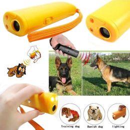 2016 Hot Venda Dog Training Aparelho ultra-sônico Anti Bark Barking Controle LED Light Caravan AAA frete grátis
