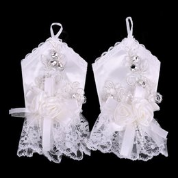 Wholesale Charming New Wedding Gloves Wrist Length Ringer Finger With Applique Shinning Beads Bow Ruffle Satin Gloves For Bridals