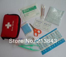 11pcs / Set Mini First Aid Kit Medikit Portable Pour Sports de plein air de voyage, de survie, à l'intérieur ou pack Traitement voiture Sac