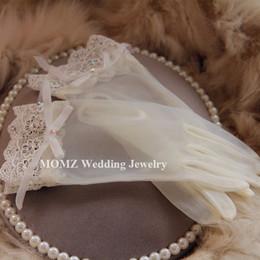 Wholesale Vintage Ivory Waist Length Bridal Gloves Fingerless Wedding Gloves Bowknot Beading Lace Bridal Gloves Rhinestone Bridal Hand Gloves