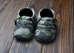 Wholesale 2015baby toddlers moccs Baby moccasins soft sole moccs leather camo leopard prewalker booties toddlers infants fringe bow leather shoes