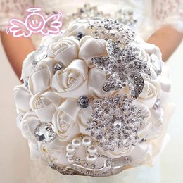 Wholesale Wedding Bridal Bouquets with Handmade Flowers Peals Crystal Rhinestone Rose Wedding Supplies Bride Holding Brooch Bouquet