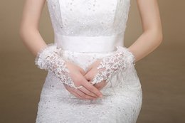 Wholesale 2014 Custom Made High Quality White Wrist Lace Cuffs Beaded Wedding Gloves Fingerless Short Bridal Gloves wedding accessories W21