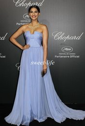 Wholesale 2015 Sexy Sonam Kapoor Cannes Celebrity Dresses A Line Strapless Lavender Backless Chiffon Peat Cheap Wedding Party Prom Dress Evening Gowns