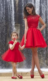 Wholesale Red Mother and Daughter Matching Party Dresses Sexy A Line Crew Neck Capped Sleeve Sheer Lace Mini Pleats Formal Cocktail Gowns