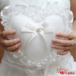 Wholesale Western style Wedding Supplies rops Ring Pillow Sweet Heart Shaped White Ring Pillow