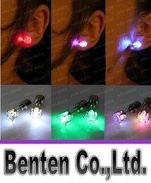 Regalo de Navidad LED Stud Flash Pendientes Hairpins Strobe LED Pendiente Luces Estroboscópico Luminoso Pendiente Parte Imanes Moda Pendiente LightsLLFA30
