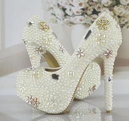 Wholesale Los nuevos cristales lujosos de las perlas Wedding calzan el tamaño por encargo de marfil de las mujeres nupciales del baile de fin de curso del partido de los zapatos del alto talón cm que envían libremente