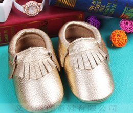Wholesale Fashion New Hot baby soft leather shoes baby boys and girls frings soft comfortable Prewalker Metallic Gold Leather Baby Moccasins A6961