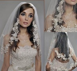 Wholesale 2015 Vintage White Ivory Champagne Short Tulle Wedding Bridal Veil Elbow Length Two Layer Beaded Lace Appliques Cheap New
