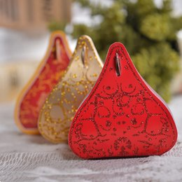 Wholesale 50 Gold Pink Red Sequins Triangle Candy Box DIY Boxes Wedding Favor Holders Supplier New Arrival