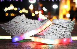 Wholesale Hot Selling New Fashion Wings Enfants Sneakers or Black Enfants Light Chaussures Haut Top Boy Girl lumineux Led Chaussures