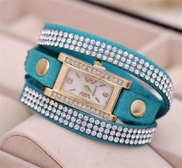 ویترین انواع ساعت های مچی زنانه رنگی و زیبا