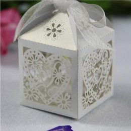Wholesale Wedding Accsspries Favor Holders Continental Hollow Pierced Heart Tray Lace Wedding Candy Box Laser Creative Favor Holders BridalBO7078