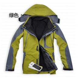 Wholesale Men Outdoor hiking jacket casual jacket Fashion weatherization ski jacket