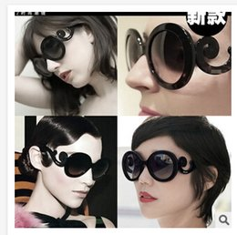 Wholesale New Hot Selling Designer Inspired Round Fashion Sunglasses Women Baroque Swirl Arms Glasses Women Vintage Shades S13