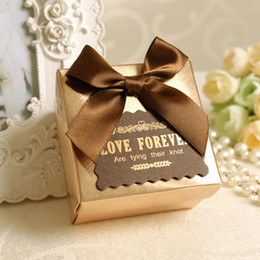 Wholesale 2015 New Carriage Marriage Candy Boxes Gold Red Square Bow Wedding Favors Gift Box Party Supply