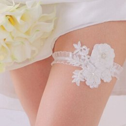 Wholesale 2015 Beautiful Pure White Wedding Garter Set Stretch Netting Bridal Garter With Rhinestone Applique Leaves Bridal Accessories TS00141A