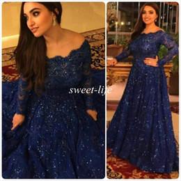 Wholesale Cintilantes vestidos de noite Vintage baratos mangas compridas Beads Cristais folhos Trem da varredura Plus Size árabe Azul marinho laço vestidos de baile formal