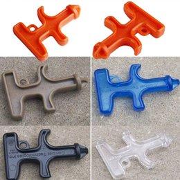 Nylon plastique Self Defense Stinger Duron Percer outil de protection Porte-clé Nylon Plastique Acier Arme outil de combat hv5n