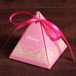Wholesale Romantic triangle Pyramid printing candy box lace Favor Holders boxes Cartoon candy gift box for wedding Christmas supplies
