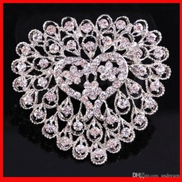 Wholesale Luxury hollow crystal heart brooch pins shiny gemstone corsage for women wedding bride costume jewelry wedding dress valentine gift