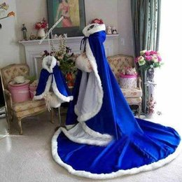 Wholesale High Quality Custom Made New Arrival Stunning Royal Blue Long Winter Bridal Capes Wedding Cloaks Fur Winter Wedding Warm Bridal Cloaks