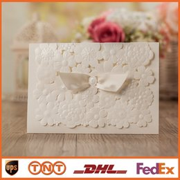 Wholesale Wedding Invitations Customize Flowers Hollow Wedding Cards Pearl Paper Laser Cut Invitation Card Wedding Favors cw5133