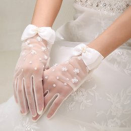 Wholesale White or ivory Brand New Tulle Finger Wrist Length Gloves Beaded Pearls Bridal Wedding Gloves With Bow