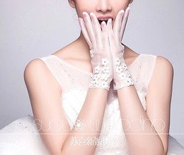 Wholesale Best Glove for Church Wedding Lovely Cute Small Flowers Beaded Short Bridal Gloves Romantic Sheer Tulle Veil for Bride Accessory