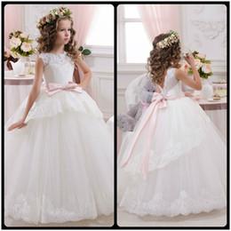 Elegante Cordón blanco Sheer Primera Comunión vestidos para niñas V Volver Vestidos de Comunión Casamento blancos vestidos de flores niña
