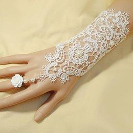 Wholesale New Vintage Lace Beads Flower Appliques Bridal Gloves White Color Gloves Bridal Accessories
