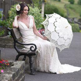 Wholesale Vintage Hot Design Lace Parasols White Handmade Bridal Umbrella Wooden Handle Bridal Accessories Cheap
