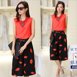 Wholesale Women s Clothing European Style Summer Women s Fashion Lip Printed Casual Set Sleeveless T shirt And Ninth Pants Pieces Set