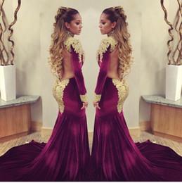 2016 Stunning velours bordeaux Mermaid Celebrity Robes de tapis rouge avec des paillettes brillantes d'or applique haute cou backless robes de soirée prom