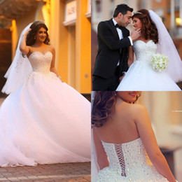 Wholesale Sweetheart Backless Ball Gown Wedding Dresses Sleeveless Pearl Beads Handmade On Top White Tulle Chapel Train Bridal Dress