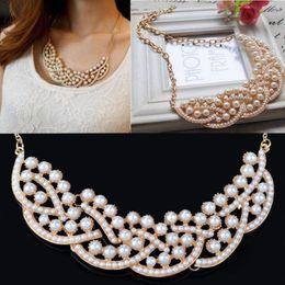 Livraison gratuite DHL Femmes New Vintage Imitation Perle Hollowed Bib or Choker élégant collier de collier