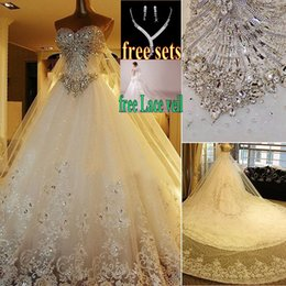Wholesale Luxury Crystal Wedding Dresses Lace Cathedral Lace up Back Bridal Gowns A Line Sweetheart Appliques Beaded Garden Free Sets Free Veil