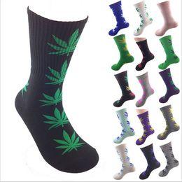 Wholesale 2014 winter New Unisex Fashion Plantlife Cotton Skateboarding Socks Men s Maple Leaf Socks Hip hop Socks Women Hosiery Colours FreeSize