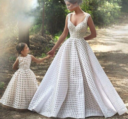Wholesale 2015 Lace Sexy Wedding Dresses Arabic Vintage Princess Bridal Ball Gown Engagements Gown mother and daughter dress