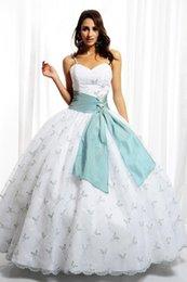 Wholesale Correas espaguetis vestido blanco cumpleaños correas cruzadas criss vestidos de fiesta quinceañera applique cinta con cuentas vestidos Debutante con chaqueta